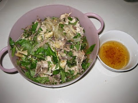How to Make Chicken, Bean Sprouts and Sweet Onion Pickled Salad