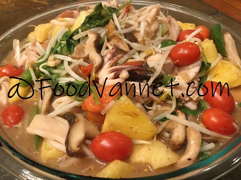 Squid Stir Fry with Vegetables (Muc Xao Rau/Mực Cà Giá Khóm Xào)